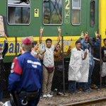 Los ciudadanos se movilizan para transportar a cientos de #refugiados varados en Hungría http://t.co/ALn1GBT0ae http://t.co/34qXlHfEWb