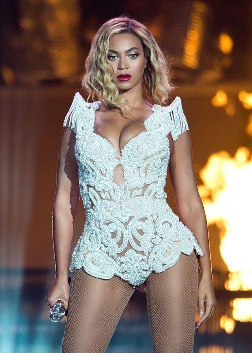 Happy birthday to Queen B @Beyonce ! Happy #BeyDay http://t.co/EUWLTY3gec