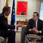 """Cameron, con Rajoy: si Cataluña se separa, saldrá de la UE """"y hará cola"""".Por @montesinospablo http://t.co/QxCeC6Qtgh http://t.co/VMcrxR7Cru"""