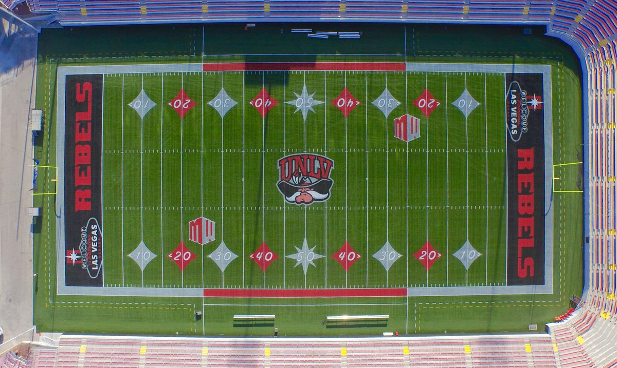 Win or lose, this field design looks great! @unlvfootball http://t.co/5EyPbcK6DI