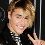 He's done it! @JustinBieber scores his first UK No.1 single & breaks Official Charts RECORD: http://t.co/PyHGwUcfeY http://t.co/mNoWaGZ2XQ