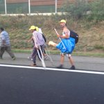 This man is walking to #Austria. One one leg! #hungary #balkanroute http://t.co/hsoAXcOla8