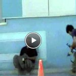 Tuncelide PKKlıların sokak ortasında GEBERTİLME anı kamerada. TIKLA İZLE=>http://t.co/8z4B5hdYO4 http://t.co/QjvaNrZHOy