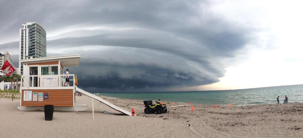 Dylan DeVesty captured this photo of today's storms moving in. #senditto7 http://t.co/GZGcG6neLJ