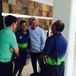 Nuestro DT @Carlos8Reinoso también platicó con @ChuchoRamirezTD a su llegada a #Mérida #SiempreTiburón http://t.co/Z0ZvvMj7OW