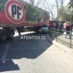 Accidente de tránsito camión realiza mal viraje en 2 norte con 12 oriente en #Talca. http://t.co/BDkFAktH4Q