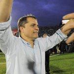 Juega mal Uruguay y ya se siente el aleteo del buitre... http://t.co/HgIuDI6Cpn