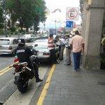Sujetos armados atracan pastelería en #Xalapa http://t.co/NkhHsrpXAL…/ http://t.co/w7o9z7j7Nn