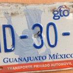 También se hallaron esta otra placa. Avísenle al dueño. http://t.co/Zabnz6pRIc