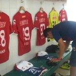Nuestro vestidor está listo en el estadio Carlos Iturralde en #Mérida #SiempreTiburón #SeLlevaEnLaPiel http://t.co/LuUwEvudpJ