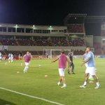 #PANURU | Uruguay realiza ejercicios de calentamiento en el estadio Rommel Fernández de Ciudad de Panamá. http://t.co/KISCqUxech