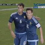 Emmanuel Mas jugó unos muy buenos 90 minutos en la gran goleada 7-0 de @Argentina vs. Bolivia. De yapa mojó Angelito. http://t.co/EuIobr2qzD
