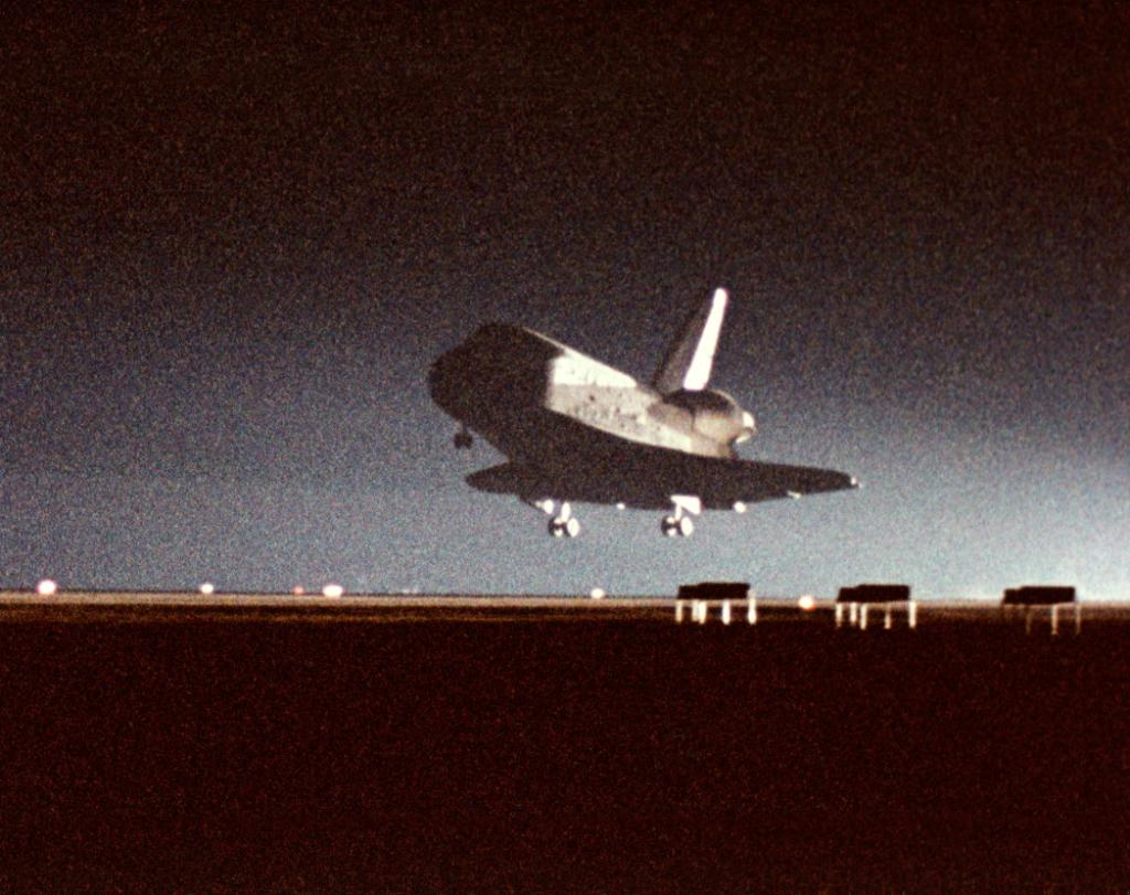 #NOW in 1983 (3:40 a.m. ET), Challenger lands @EdwardsAFB completing the STS-8 mission http://t.co/EL0l1suhUr