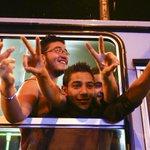 السلطات المجرية تنقل اللاجئين بالحافلات إلى الحدود والنمسا وألمانيا توافقان علـى استقبالهم http://t.co/KtsaX2qFx0 http://t.co/b61iOTO7xE