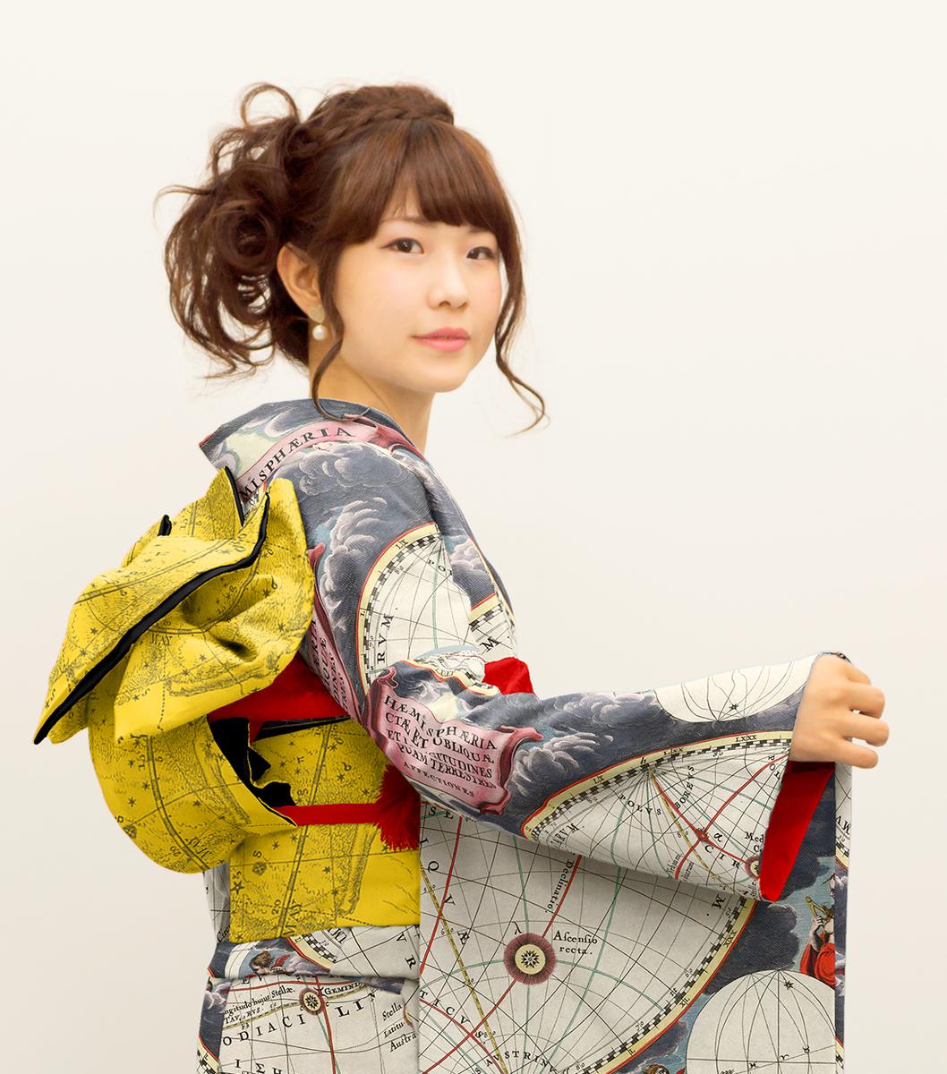 振袖のマッピングモデル作ってて試しにデスクトップにあった星座の柄を貼り付けてみたんだけど、こ、これはもしかしてアリかもしれない。 理系のお嬢様、どうでしょうか? #kimono http://t.co/fRoKV6lYg4