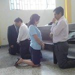 Colegio Adventista Jesús de Nazareth esta orando por el Congreso Peruano de la Educación Adventista. #COPEA15 http://t.co/Nn5v1QsbRz