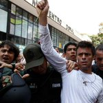 Venezuela: difieren nuevamente última audiencia de líder opositor Leopoldo López http://t.co/JbnvEpYiKu http://t.co/bnltAvZZ1z
