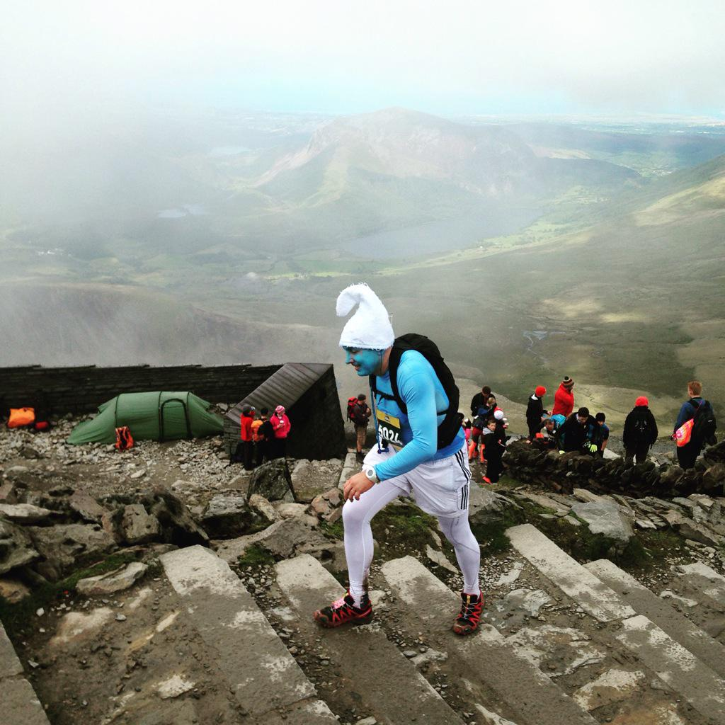 1st smurf to summit Snowdon? #manvsmountain #ratracer http://t.co/bO81QCW2rC