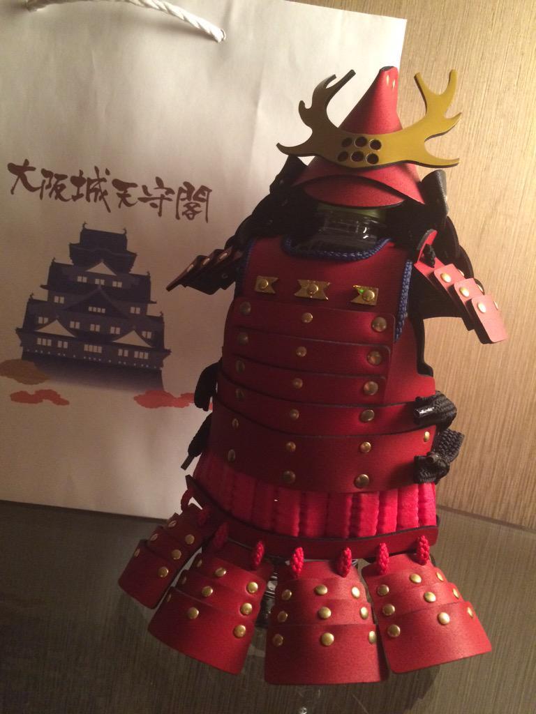 大阪城であまりにも衝撃的だった、真田幸村のペットボトルカバーを買いました(*´Д`*)こんなに高いペットボトルカバーはこれから先買う事は無いだろうな…。本当に斬新なデザインです(((´°ω°`))) http://t.co/8knv1rdj81