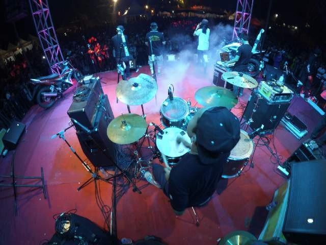 Penampakan perform @2BM_Serangnesia ft. @ache_sploist & @BekeMinded semalem http://t.co/4Xif0twphV