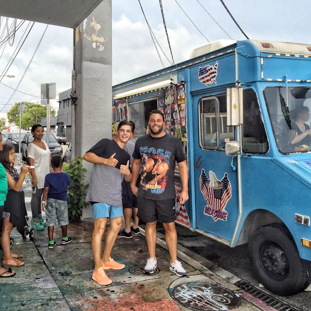 Ice cream we got some ice cream @martingarrix http://t.co/cVRw5VRZw0