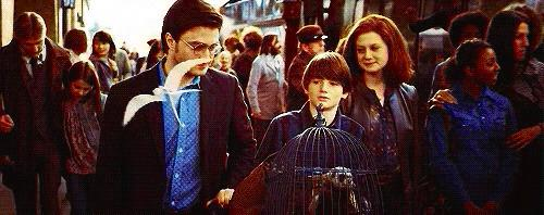J.K. Rowling updates fans on Harry Potter's son's first day at Hogwarts http://t.co/HuEX45e7ba http://t.co/iHN7xRrFCM