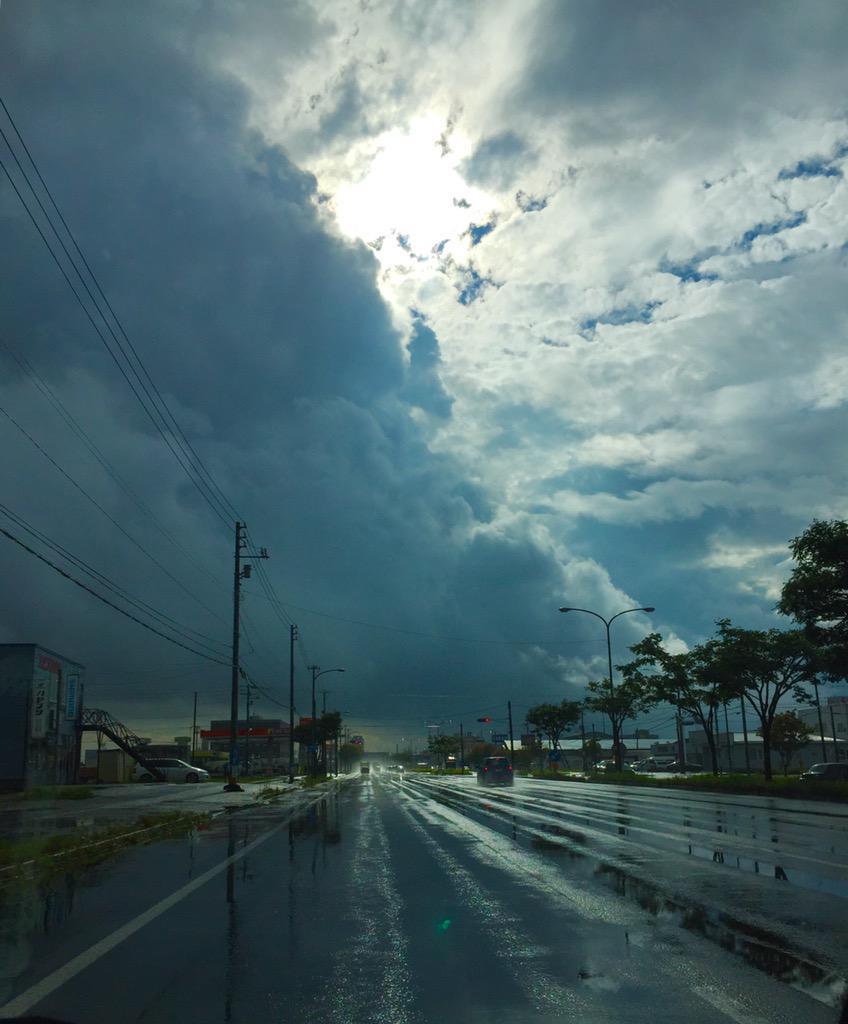 えい! #mysky #ぼくらが会う日はいつも雨が降るね http://t.co/089wf1COc5