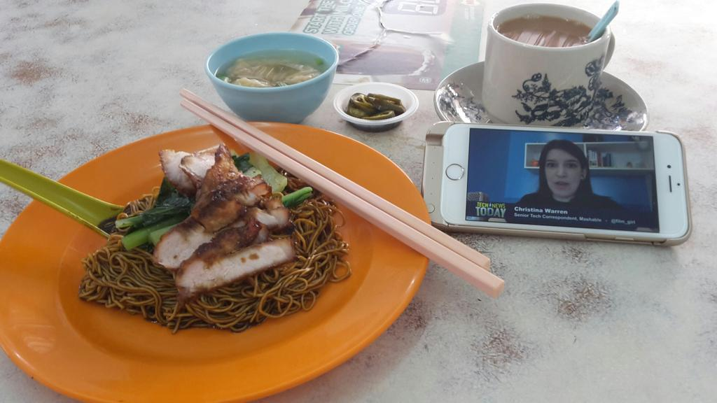 #HowIWatchTNT with wonton noodles in the local kopitiam (coffee shop) http://t.co/RQkjW9nX6S