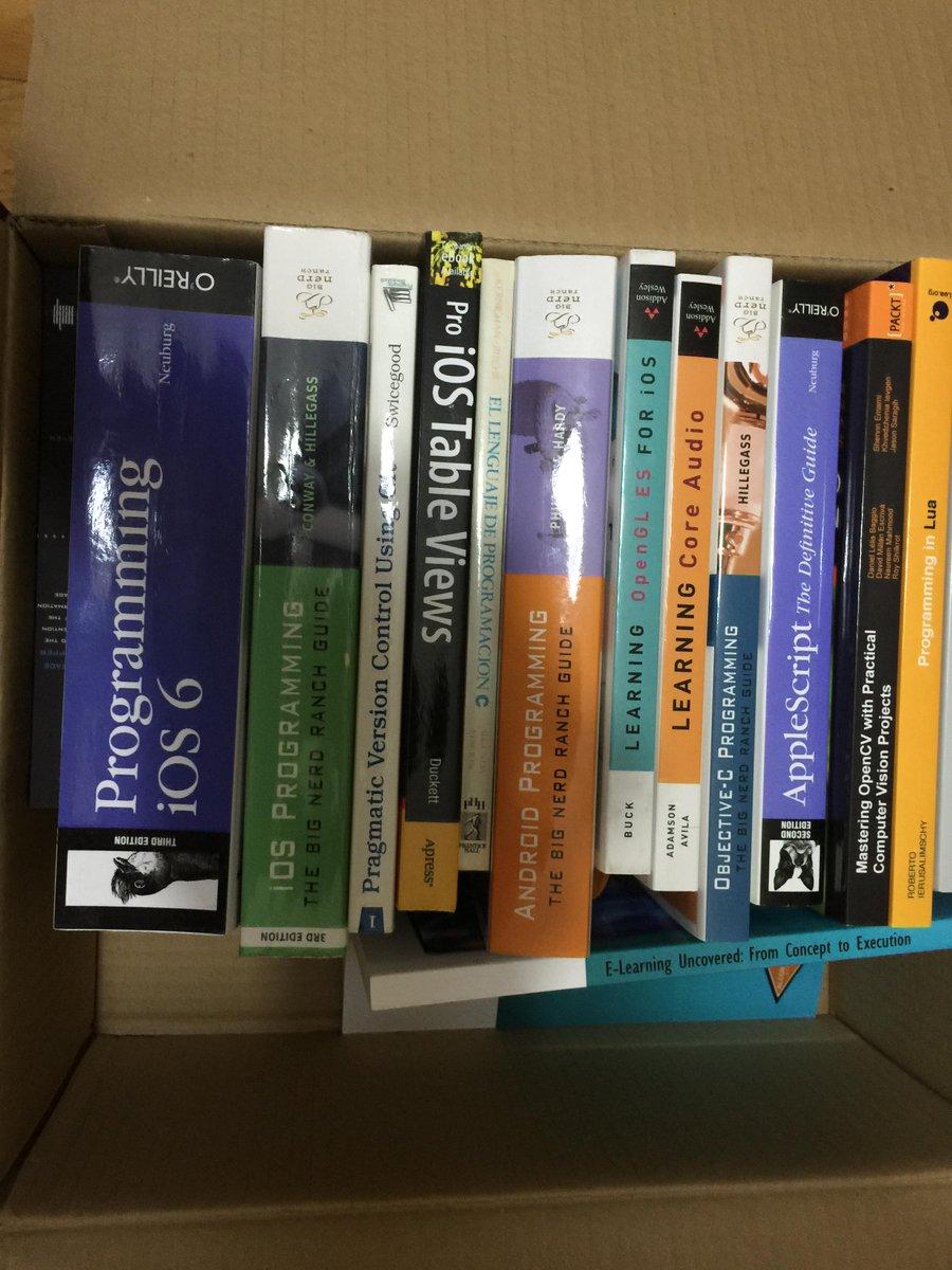Voy a donar estos libros. interesado, que se pase por las oficinas de @KeepCoding_es en horario comercial. Rt pls http://t.co/xZvNnjbYWI