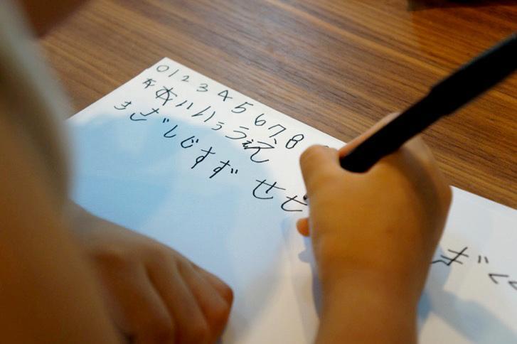 ブログ書いた。こんな時期なのであえて → デザイナーの父親が子供の手書き文字でフォントを作った理由と顛末   タムカイズム http://t.co/UgMEFzROhV http://t.co/JQWXNACBAx