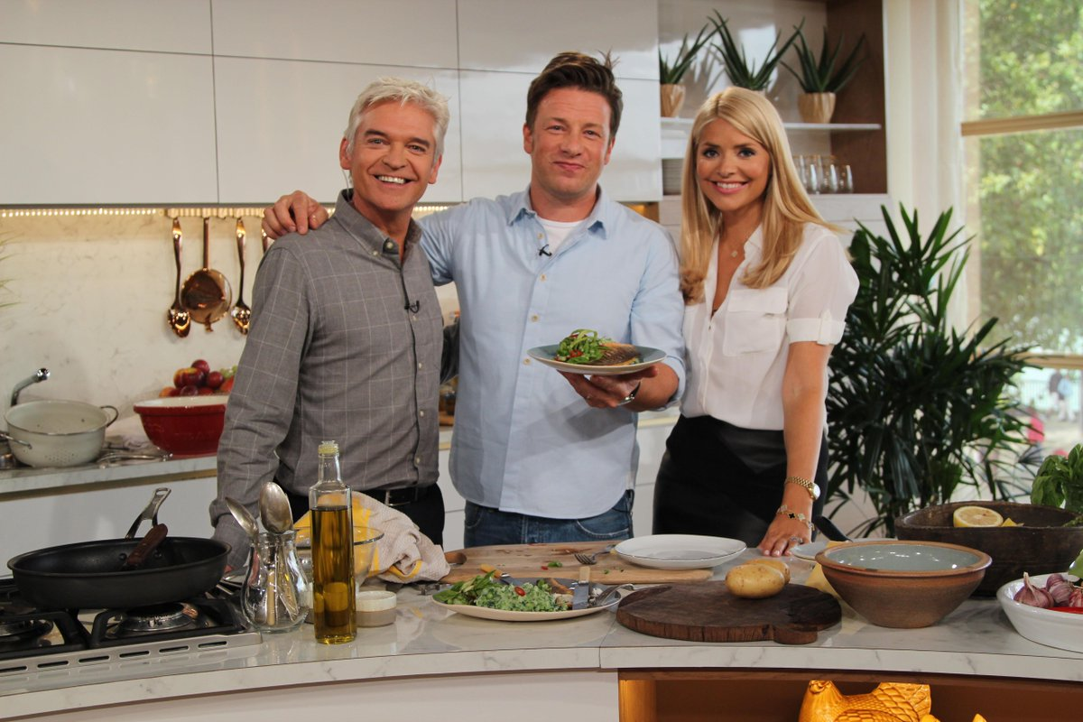 RT @itvthismorning: Well @jamieoliver's sea bass looks, smells and tastes delicious! Here's the recipe: http://t.co/d5Zlubgy5s http://t.co/…