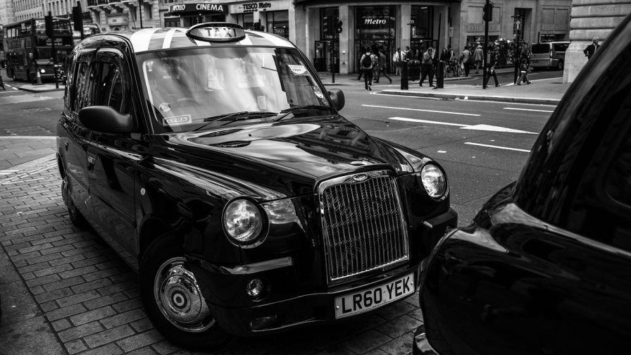 4,000 black cabs to be fitted with #ibeacon tech in UK cities http://t.co/E03qkEkqZq http://t.co/QFCLNjlhtP