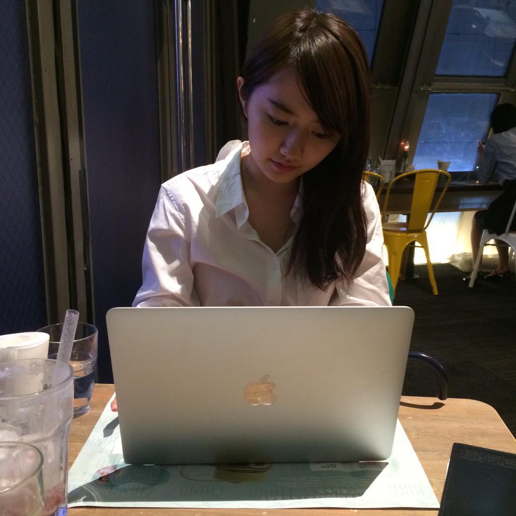 【画像あり】女子高生起業家・椎木里佳さん(17)の仕事中の写真が公開される