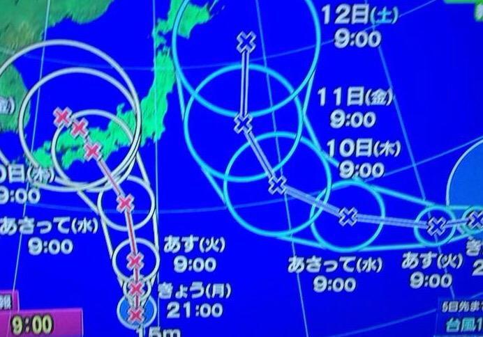 これを見て「やべえな、台風20こくらい来てるな」と申しております…やべえな父。 http://t.co/qm4ddcZAgl