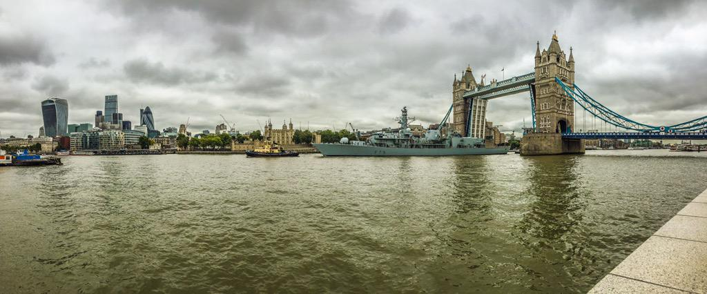 Here is a panorama of HMS Portland passing through @TowerBridge a second ago. @SE16Hour http://t.co/doe1NLzXE4