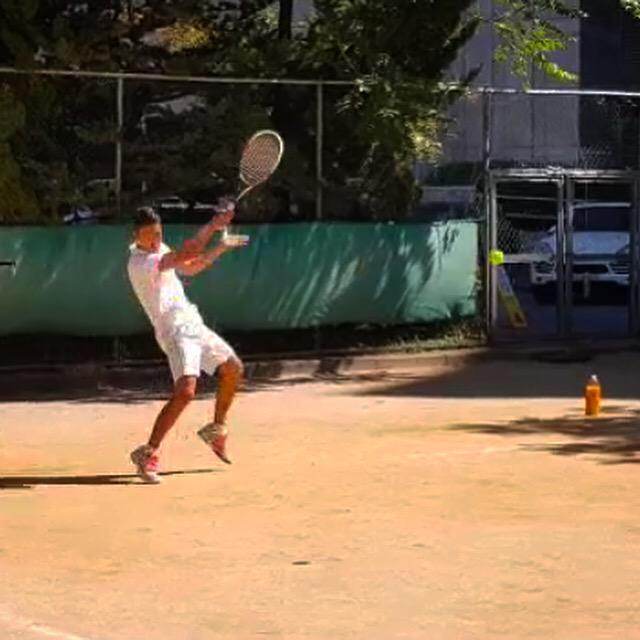 Smash! It's been a long time playing tennis with coach! A gentleman of tennis. Lol http://t.co/kIvEbdGqRk