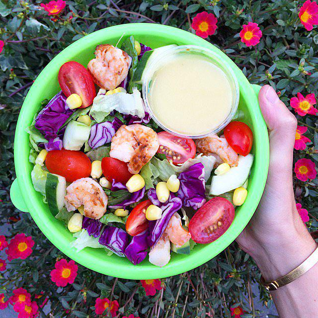 Just because summer's coming to an end, doesn't mean you can say bye to your beach bod! #detox #justsalad http://t.co/7Seb2EG5t8