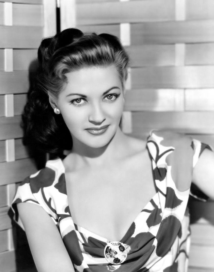 Yvonne De Carlo, 1947 http://t.co/vhPoneH4Lz