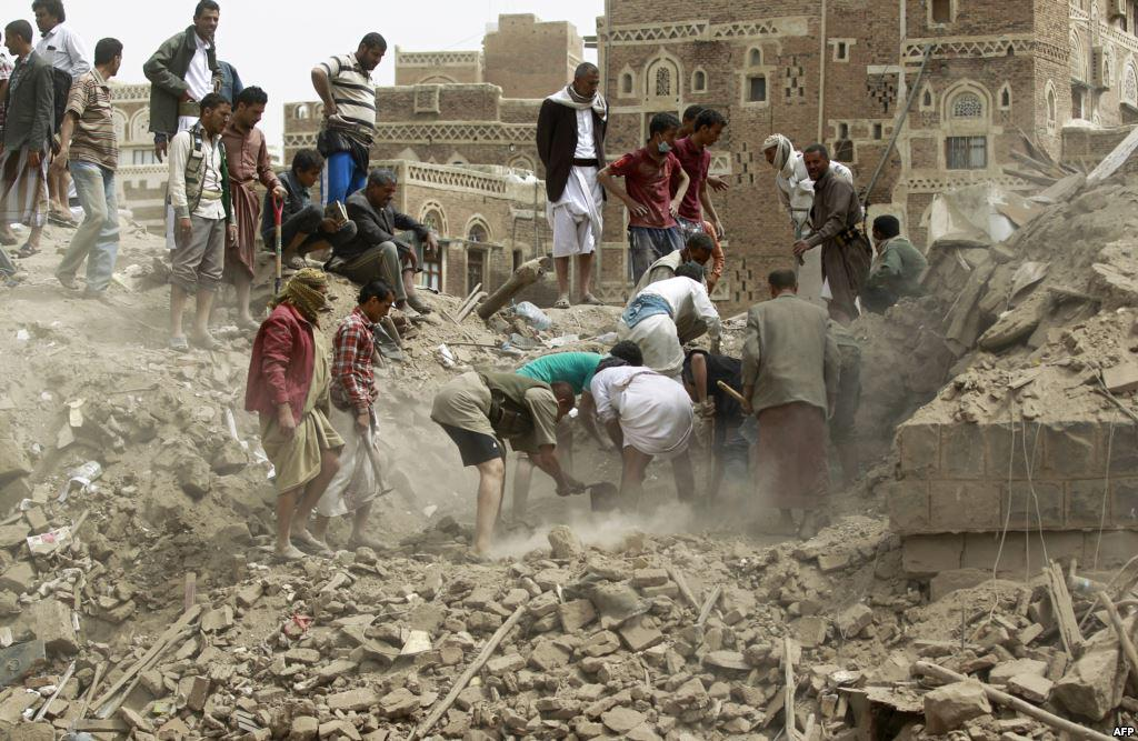 Saudi airstrike claims lives of a whole Yemeni family  Watch the report: http://t.co/9LPe38kA4I #Yemen #YemenCrisis http://t.co/BmHzWhYOmK