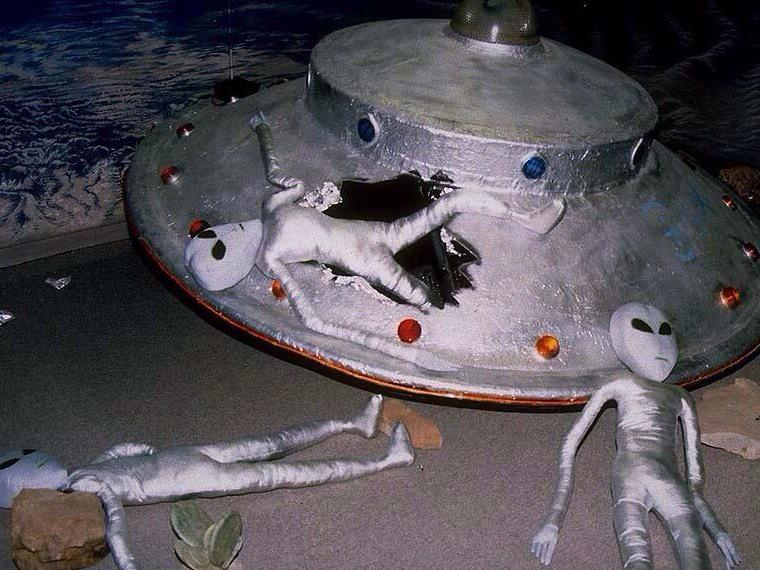 UFO落ちてる。 http://t.co/cpt4EBFvYI