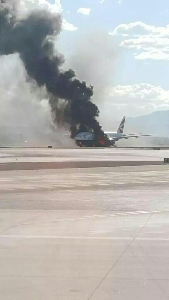 Un B777 de British Airways se comenzó a incendiar en LAS. Se desconoce si hay heridos. Pendiente a más información. http://t.co/vKwTEn47sE