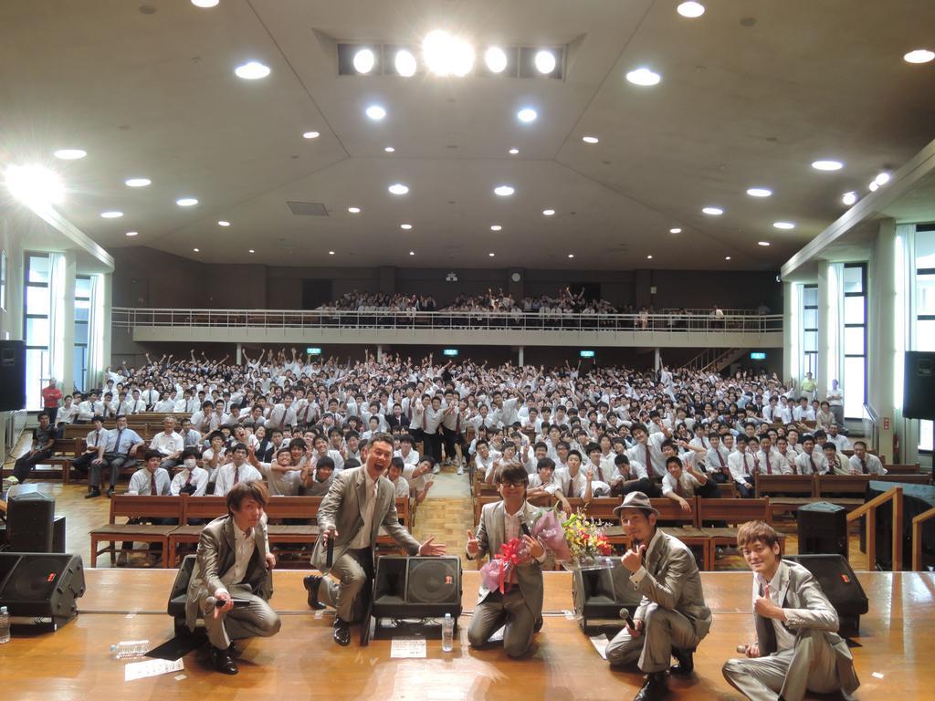 とわの森三愛高校の皆様とINSPi。礼拝堂でアカペラは気持ち良いね! http://t.co/wpMQPCmqcQ