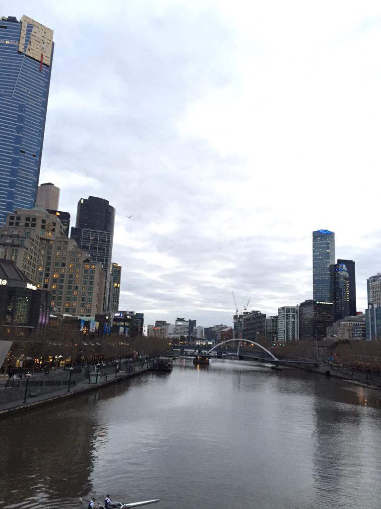 Hey Melbourne. It's light at 6 o'clock. Bingo :) http://t.co/Boml4VR1zi