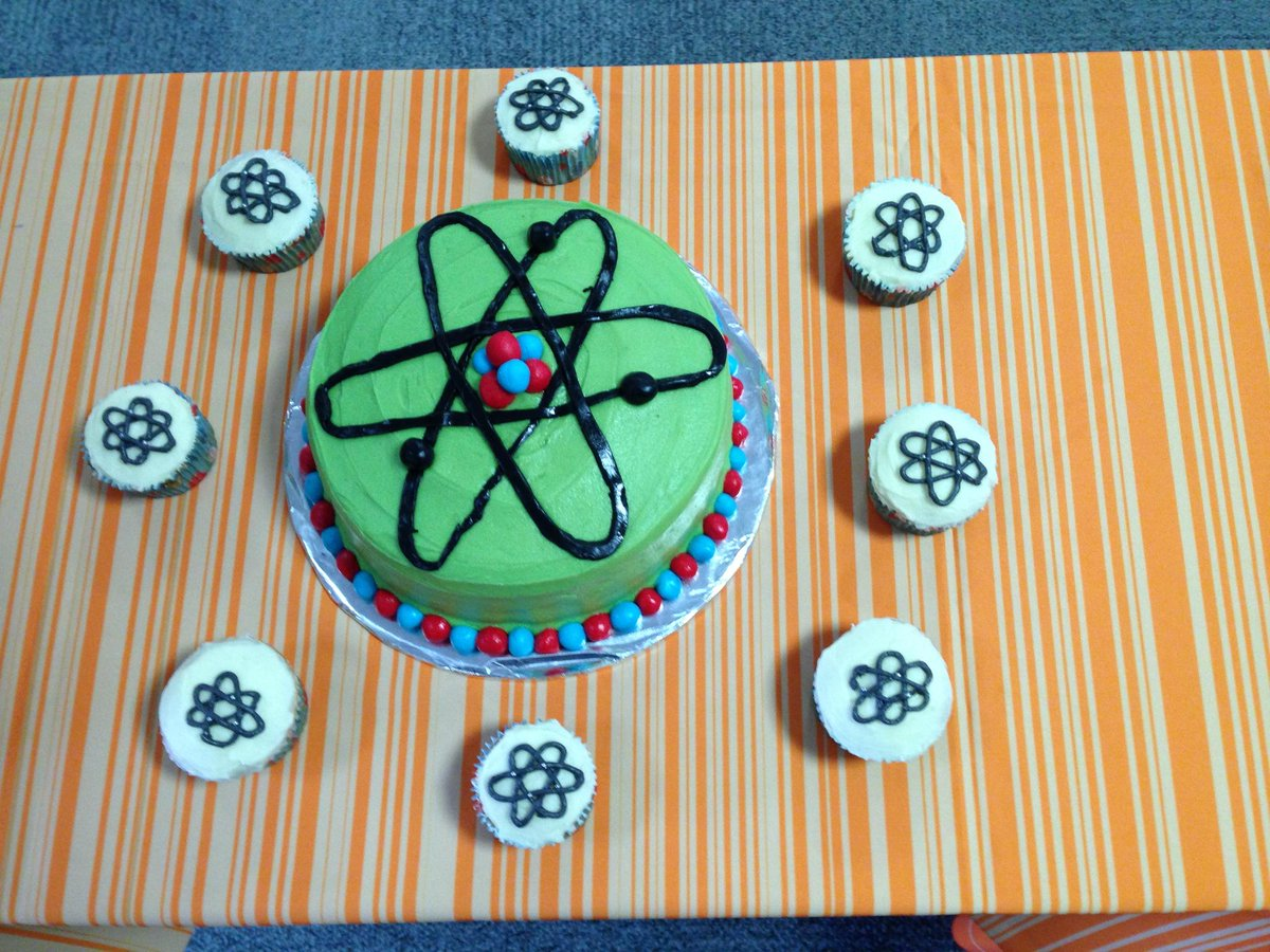 Inspired by the Great British Bake Off, we are baking science cakes. Week 3 #Materials Science #Atom Cake #gbbo http://t.co/2Jd4Vd5ld6