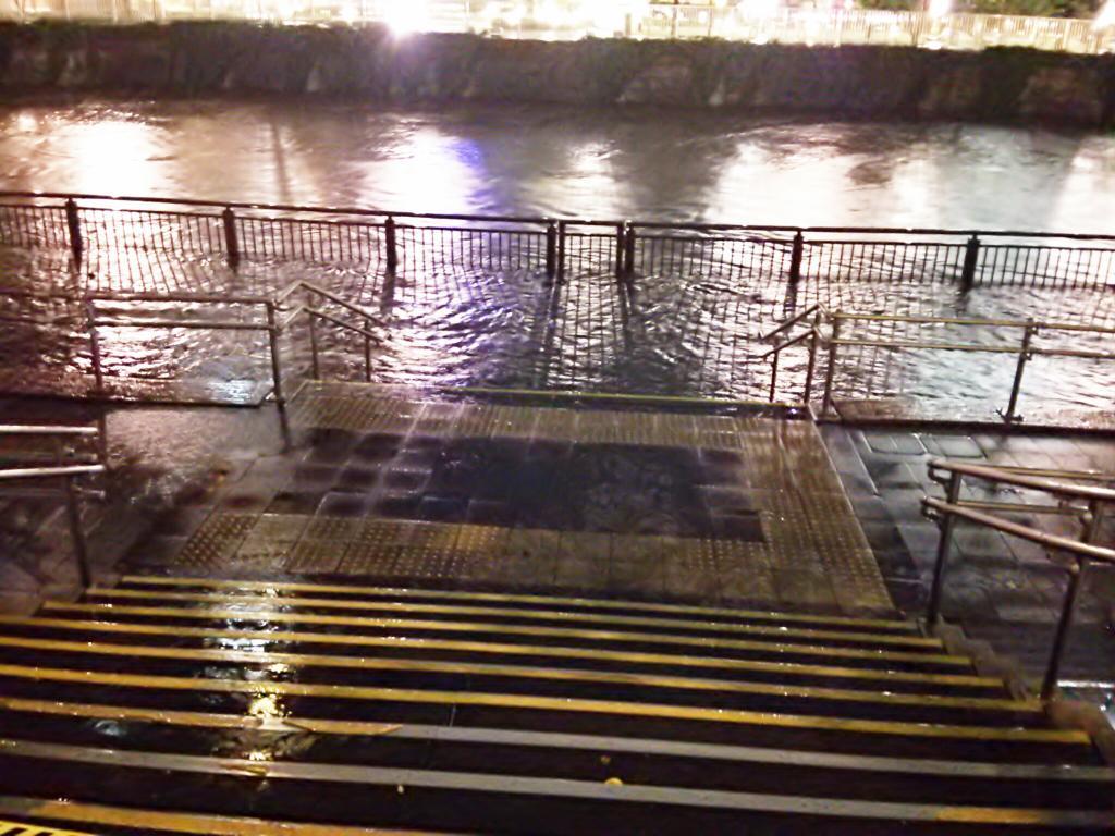 そういや、目黒川はこんなでした http://t.co/360hSOXlSh