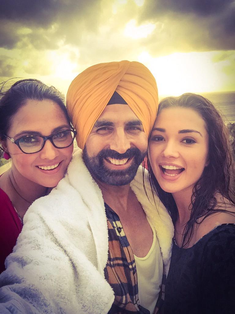 Bliing Bliing Mr. Singh! You know baby ur the king!!:-). One for the burrday boy!! @akshaykumar @SIBTheFilm http://t.co/CEyw3r1w0R