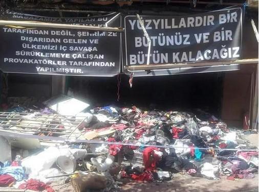 Dün Kırşehir'de yakılıp, yıkılan bir mağazaya sahibi bunları asmış bugün. anlayabilseler, utanabilseler keşke. http://t.co/jneCqo3wAW