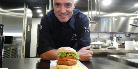 Nuestro #chef @juanpozuelo presenta 'la Serranita': ternera selección #RazaNostra, jamón serrano y queso manchego http://t.co/smllNswjIn
