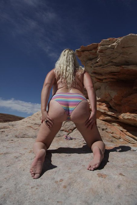 #AssWednesday #PAWG #whooty @EverythingPawg @JuicyPawg @assessmyassets @MightyFineAss @AssPamphlet @GreatAssDaily