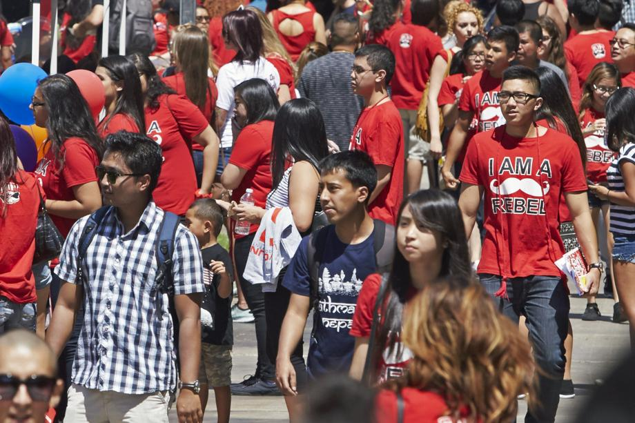 #UNLV ranked second most diverse campus in nation — a jump from sixth on @USNews list http://t.co/Cw1aYEhZ5c http://t.co/1lGo3gpA6Z